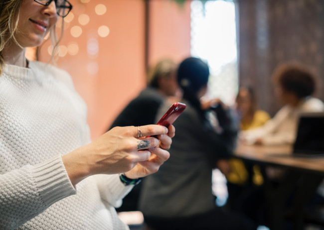 using phone social media